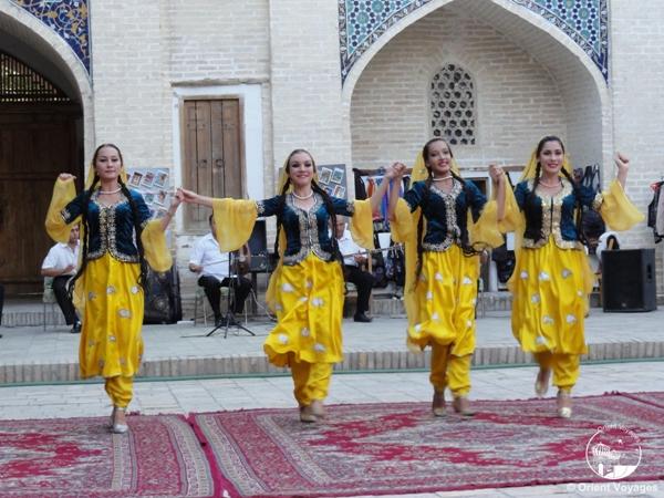 фольклорное шоу с танцами
